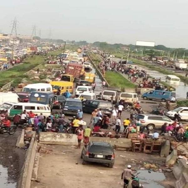Commuters-in-heavy-traffic