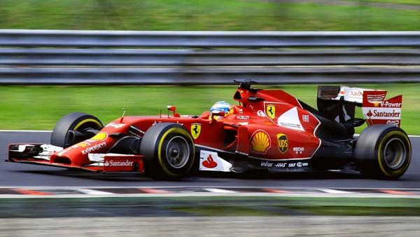 formula-one-car-in-race