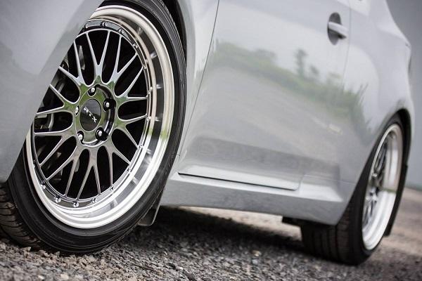 polished-car-wheel