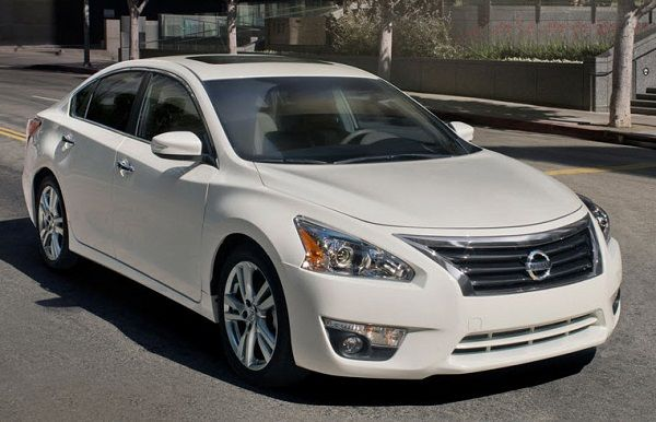 2013-Nissan-Altima-front
