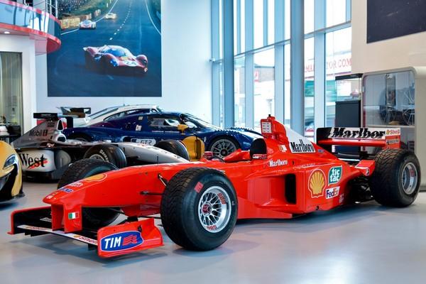 Joe-Macari-car-showroom