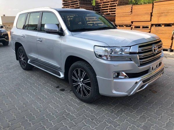 Metallic-grey-Toyota-land-cruiser-2019-partial-side-view