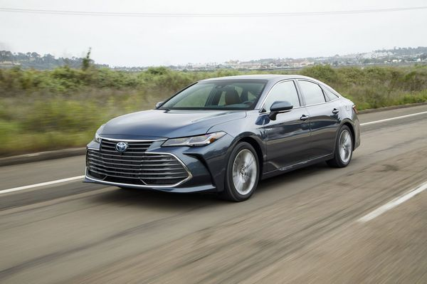 Toyota-avaoln-test-drive