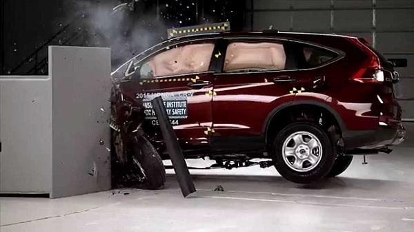 Honda-car-crashing