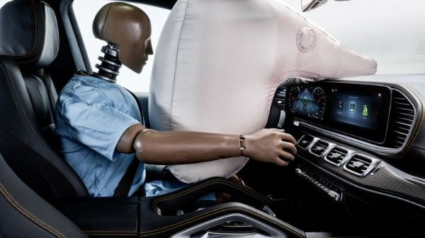 2019-Mercedes-Experimental-Safety-vehicle-dashboard-airbag