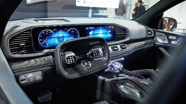2019-Mercedes-Experimental-Safety-vehicle-front-grille-screen