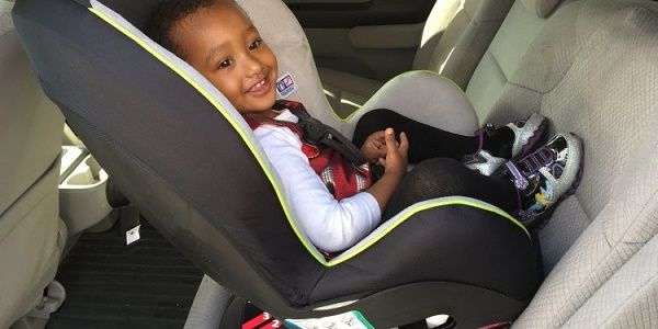 Child-strapped-at-the-back-seat