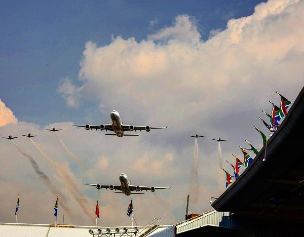 image-of-flyover-stunt-for-the-new-south-African-president