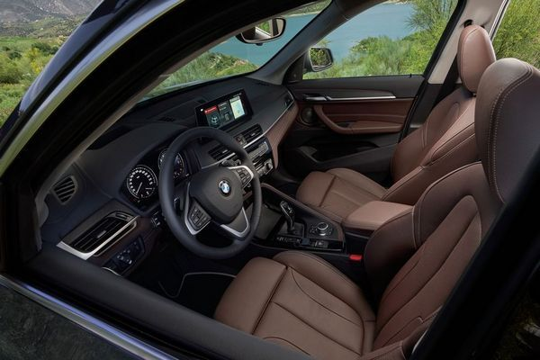 BMW-X1-facelift-driver-seat