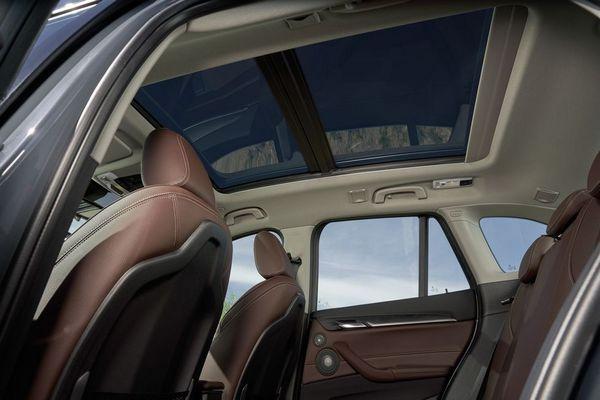 BMW-X1-sunroof