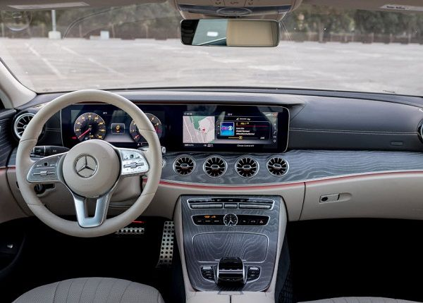 2019-Mercedes-Benz-CLS-450-four-door-coupe-dash-view