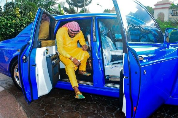 image-of-e-money-stepping-out-of-blue-rolls-royce