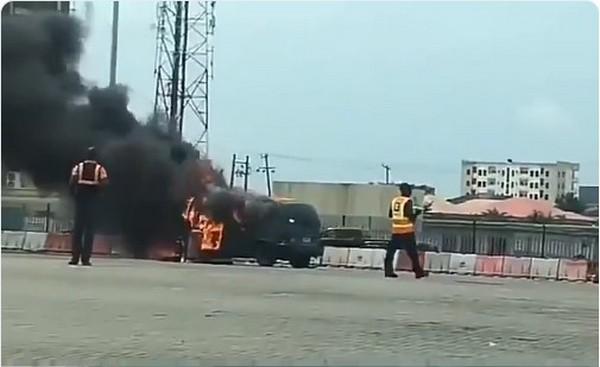 bus-burning-at-lekki-toll-gate
