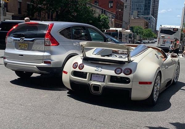 Honda-hitting-Bugatti