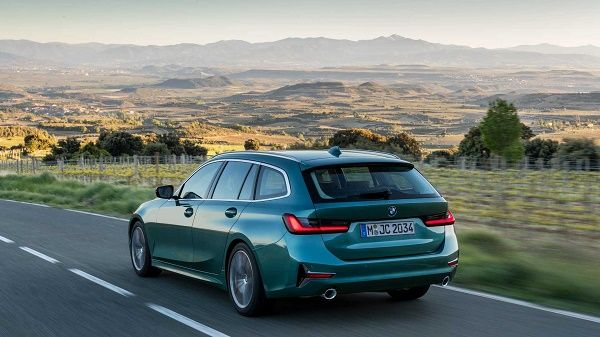 rear-of-2020-BMW-3-Series-Touring