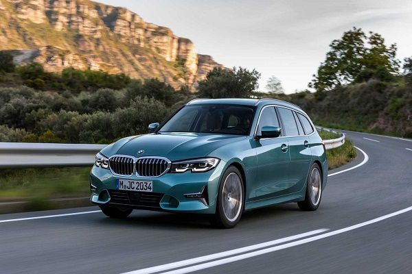 Front-view-of-2020-BMW-3-Series-Touring