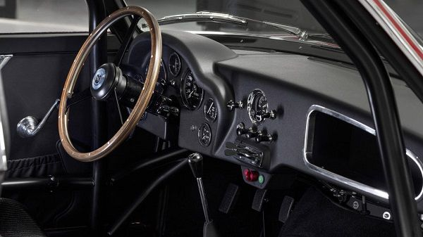 Aston-Martin-DB4 GT-Zagato-Continuation-dashboard