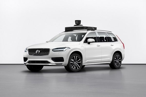 XC90-self-driving-car-by-Volvo-and-Uber