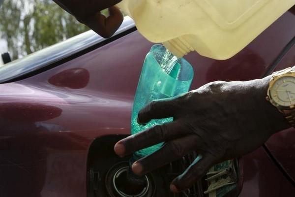 pouring-liquid-into-car