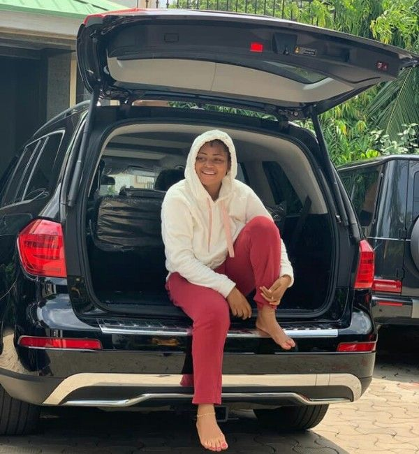 Regina-Daniels-poses-with-Mercedes-Benz-GL450