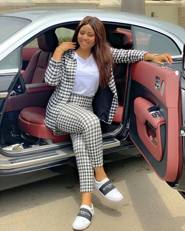 Regina-Daniels-poses-with-Rolls-Royce-Wraith