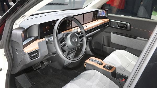 Honda-e-cockpit