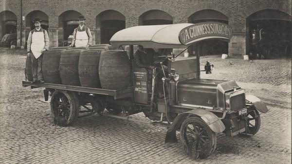 Daimler-old-beer-transportation