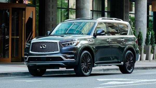 The-all-infiniti-QX80-parked-on-a-deserted-street