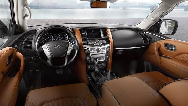 The-dashboard-view-of-the-QX80