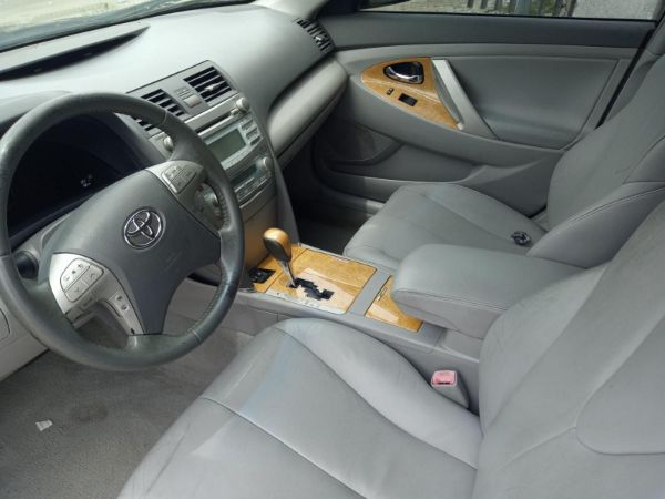 toyota-camry-2007-front-seat-row