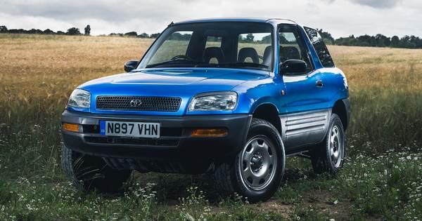 Old-Toyota-Rav4-on-the-paddy-field
