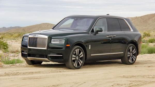 Rolls-Royce-Cullinan-pull-over