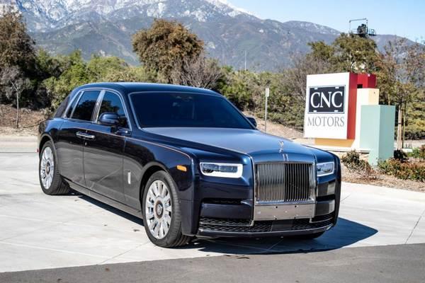 Rolls-Royce-Phantom-on-a-street