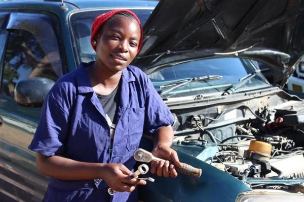 female-mechanic-in-nigeria
