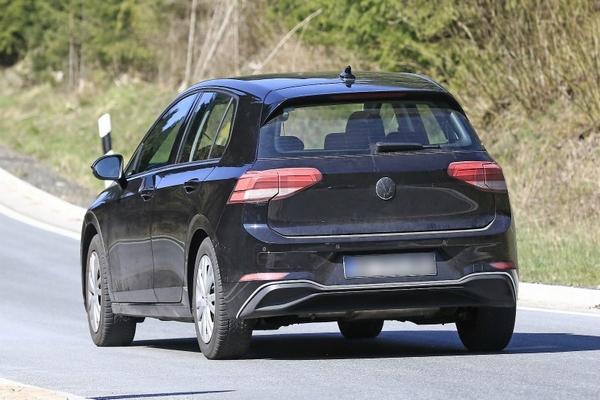 Volkswagen-Golf-8-rear