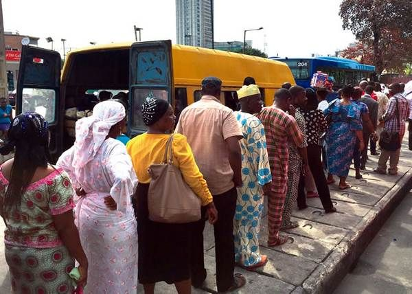 Nigerian-passgeners-line-up
