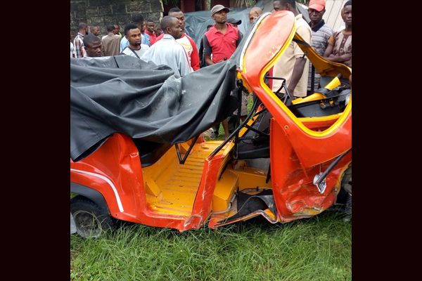 Wrecked-Keke-Napep-tricycle-of-the-escaping-Uyo-armed-robbers