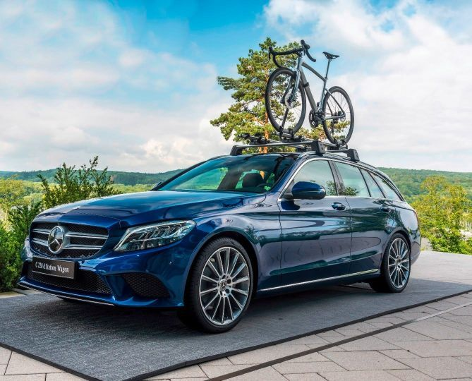 Mercedes-Benz-Argon-18-bike-on-a-Benz-sedan