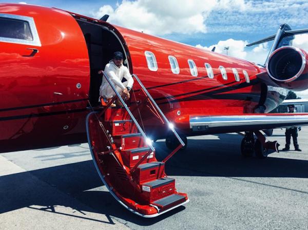 image-of-Lewis-Hamilton-private-jet