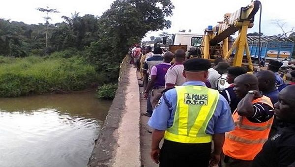 Bus-plunges-into-Ogun-river