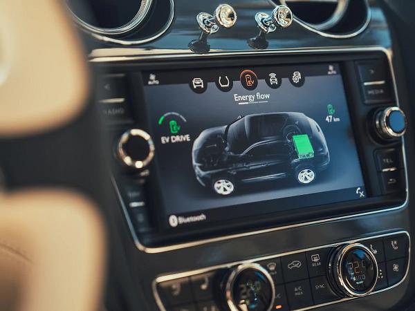2019-Bentley-Bentayga-Hybrid-instruments