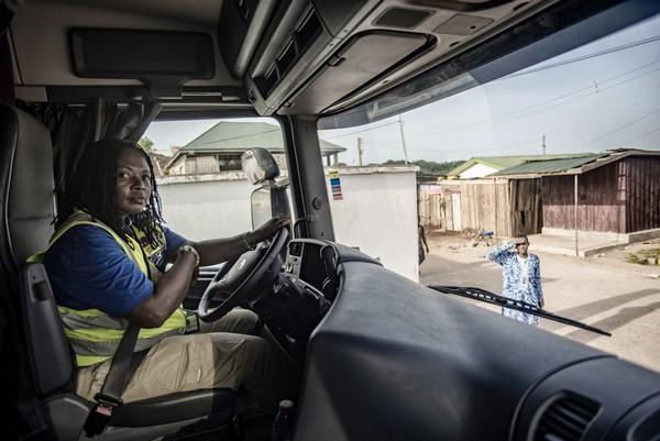 female-truck-drivers