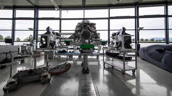 Bugatti-Chiron-W16-engine