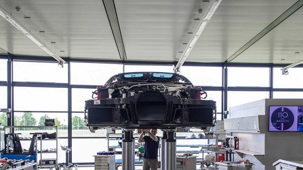 Bugatti-200-Chiron-assembly