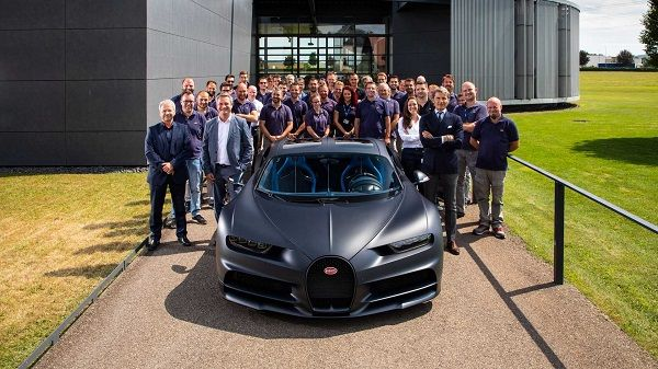 Bugatti-celebrates-200th-Chiron-01