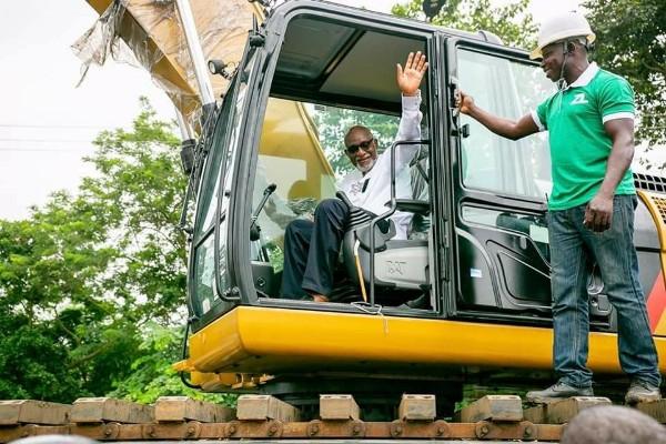 Governor-Rotimi-Akeredolu-Excavator
