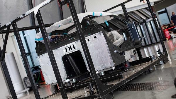 Unwrapping-Bugatti-Chiron-components