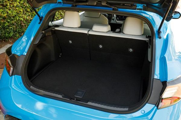 2019-Corolla-hatchback-cargo-space