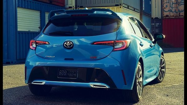 2019-Toyota-Corolla-Hatchback-XSE-back