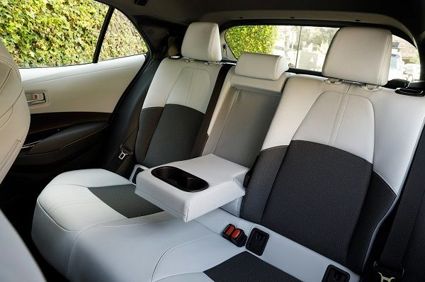 2019-Toyota-Corolla-XSE-Hatchback-interior